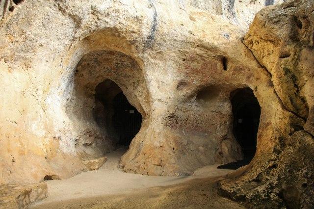 Font de Gaume cave entrance