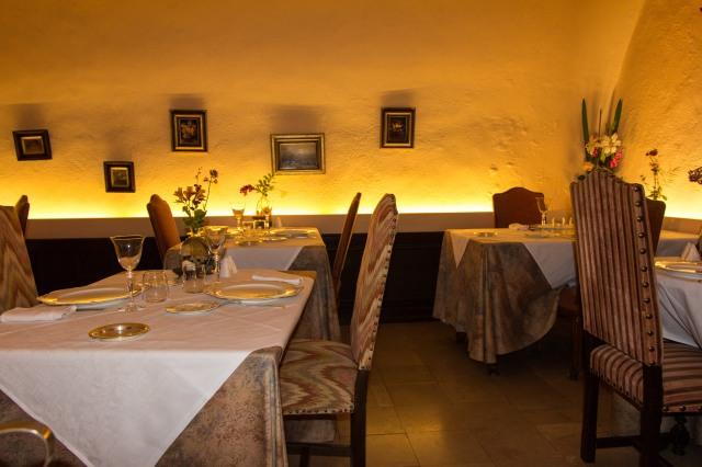 Le Manoir de Montesquiou - dining room
