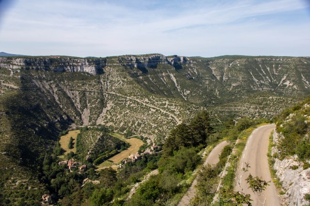 road down to Navacelles