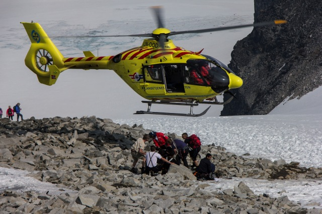 Jotunheimen - Galdhopiggen Helicopter rescue