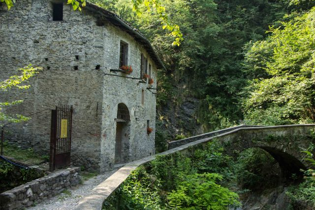 Wayfarer's Path - Varenna to Bellao