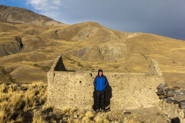 Condoriri Trek - Trailhead near Wata Pampa