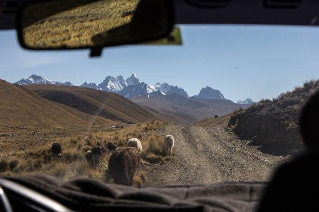 Condoriri Trek - Drive to Trailhead near Wata Pampa