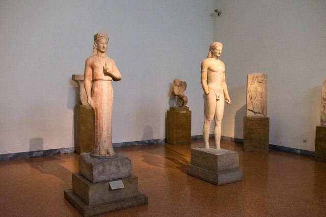 Nat'l Archaeological Museum - Kore and Kouros stautes