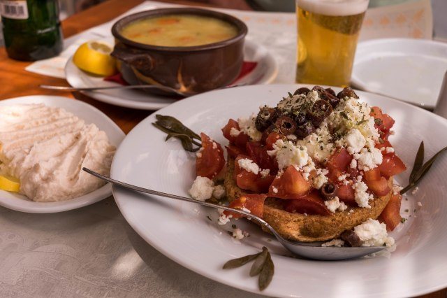 To Kanoni - Dako - dried bread with tomatoes, feta and olives