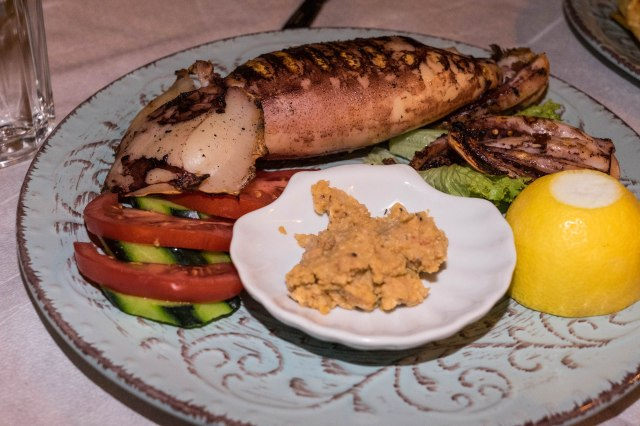 Aiolos Taverna - Squid stuffed with cheese and tomato
