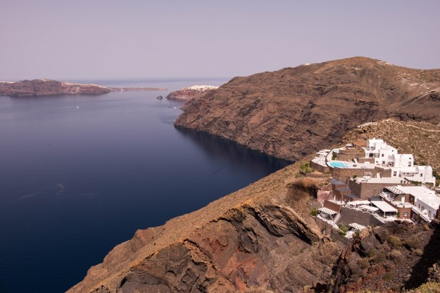 Walk from Oia to Fira
