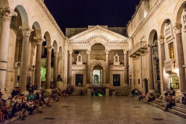Split - Peristyle Square - Luxor Bar