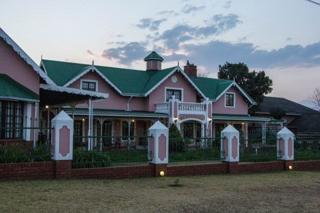 Sleeping and Dining in Graskop-4